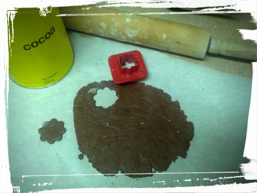 Cutting out the cookies. Using my vintage Tuppercare cookie cutter!